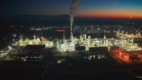 Cover Image for Oil and Gas Industry and Refinery at Twilight of Kazakhstan