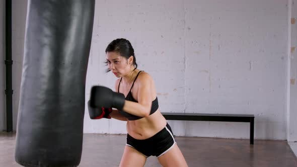 Cover Image for Athletic Woman Workout Boxing Slow-Motion
