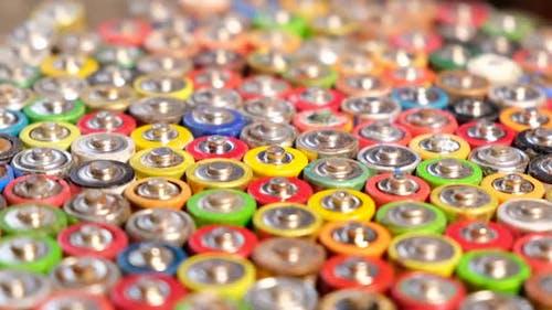 Batterien verschiedener Hersteller, Sammlung und Recycling.