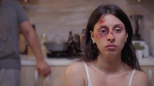 Porträt der hoffnungslosen geschlagenen Frau