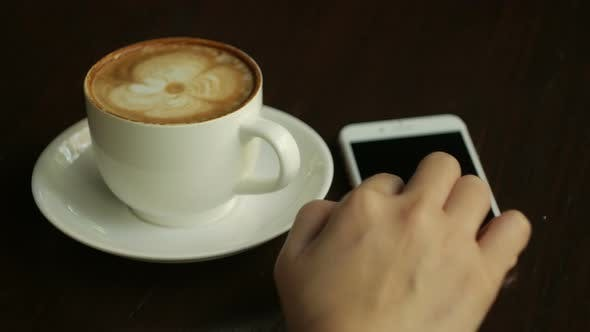 Cover Image for Using Smartphone With Coffee