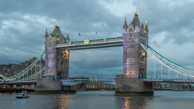 Day to night timelapse at Tower Bridge