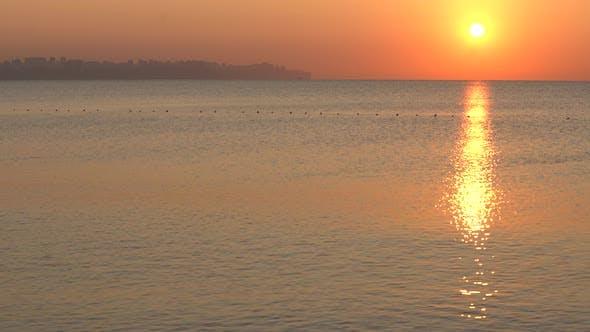 Thumbnail for Schöne Seestück: Sonne über dem Meer in Küstennähe