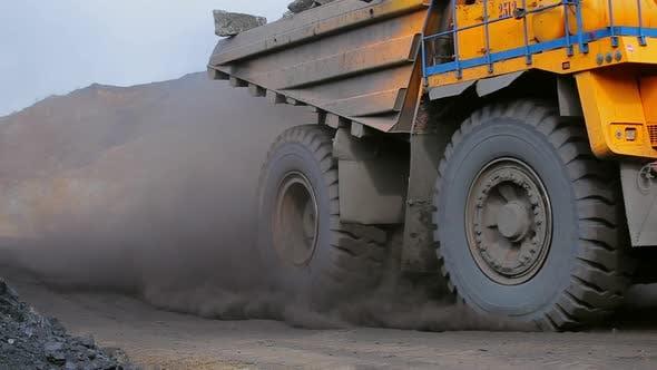 Huge Heavy Dump Truck Move