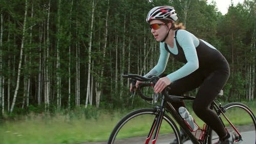 Müde Sportlerin Radfahren