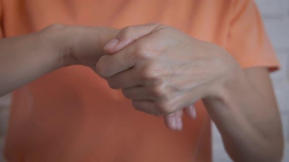 Applying Moisturizing for Hands.