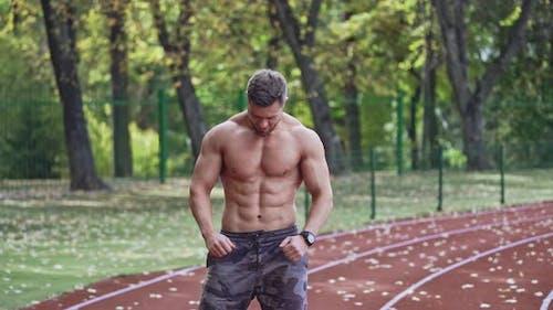Muskulärer Sportler