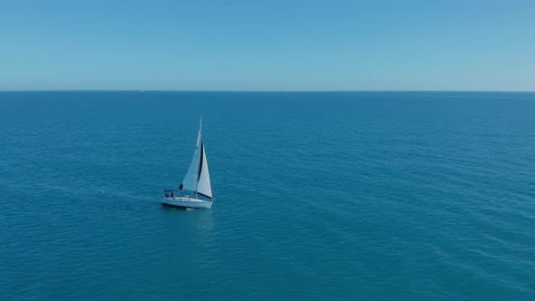 Thumbnail for Luftbild. Yacht in Erstaunlich Clear Sea