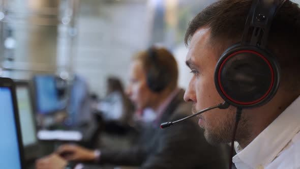 Contact Center Operator Consulting Clients In Call-Center