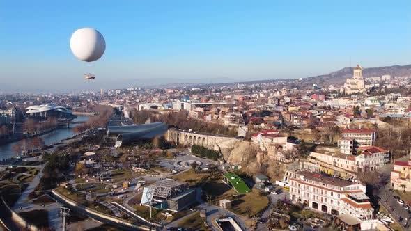 Luftballon über die Stadt