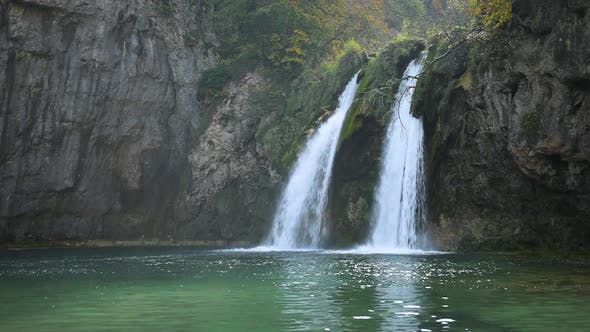 Cover Image for Amazing Waterfall with Pure Blue Water in Plitvice Lakes