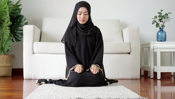 Thumbnail for Portrait of an Asian muslim Woman Prostrating