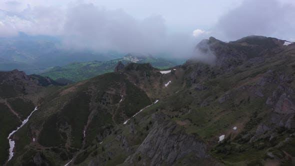 Über die Berge durch die Wolken
