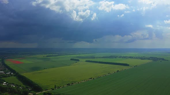 Cover Image for Aerial View Of The Thundercloud Above The Field