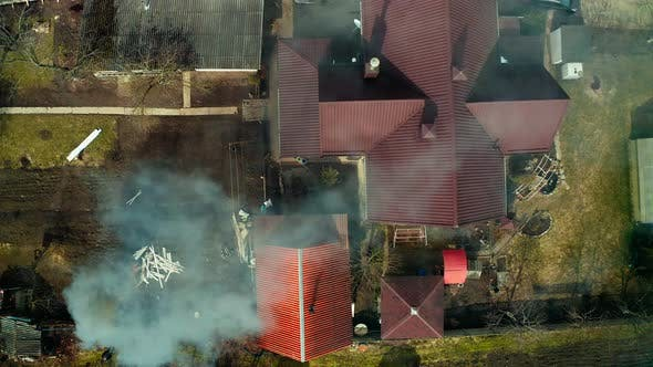 Burning garbage in the yards, the drone is watching what is happening