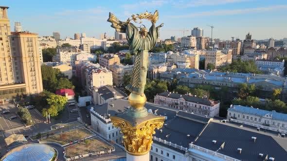 Thumbnail for Denkmal im Zentrum von Kiew, Ukraine. Maidan. Luftaufnahme