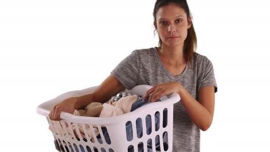 Thumbnail for Unhappy attraktives Mädchen halten Korb von schmutzigen Kleidung auf weißem Hintergrund