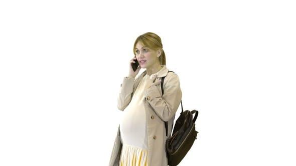 Thumbnail for Schwangere Frau in einem Umhang mit Rucksack sprechen auf die