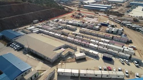 Portacabins und Container auf der Baustelle
