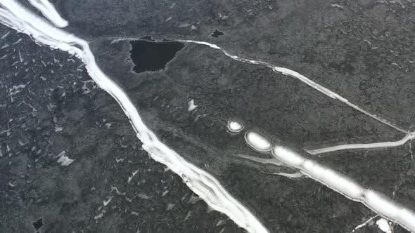 Thumbnail for Lac Gelé High Up Drone Vue En Hiver Avec Sentiers Neige 01