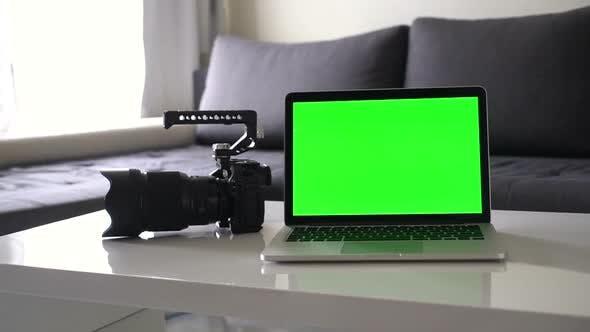Thumbnail for Multimedia Mockup