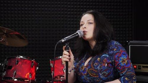 Female singer is performing romantic lyric song