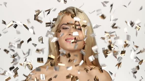 Cover Image for Golden Pours a Beautiful Blonde. White. Slow Motion