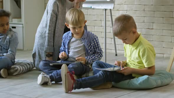 Cover Image for Kids Learning Digital Tablets with Female Teacher