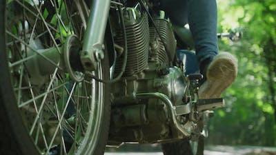 The motorcycle footpeg