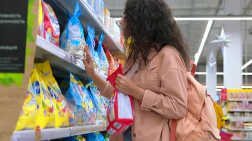 Woman is Going to Buy Laundry Detergent in the Store