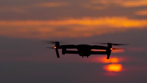 Cover Image for Copter Removes a Beautiful Landscape at Sunset