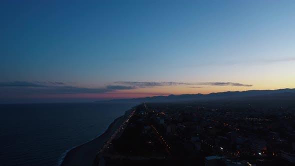 Blauer Himmel Sonnenuntergang und Meer