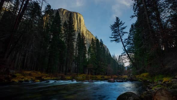 Thumbnail for Time Lapse of the amazing El Capitan in Yosemite National Park