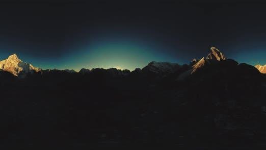Thumbnail for UHD 360 VR des Mount Everest Golden Sunrise Zeitraffer. Das Sonnenlicht auf dem Gipfel