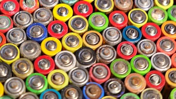 Gebrauchte Fingerbatterien drehen sich.