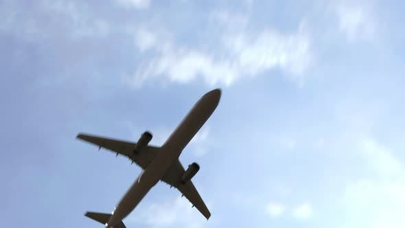 Airliner Flies To London