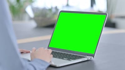 Using Laptop with Green Screen