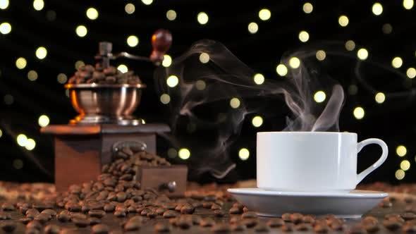 Thumbnail for Weiße Tasse mit einem Heißgetränk. Schwarzer Hintergrund mit Lichtern