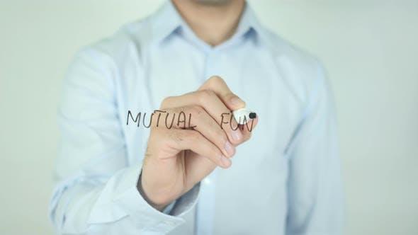 Thumbnail for Investmentfonds, Schreiben auf dem Bildschirm