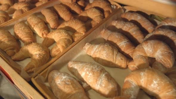 Croissants und Bagels in Bäckerei