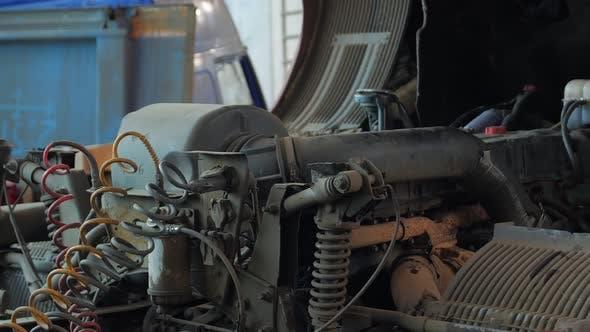 Lkw-Motor öffnen
