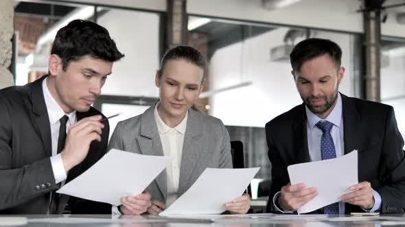 Thumbnail for Geschäftsdiskussion bei der Arbeit