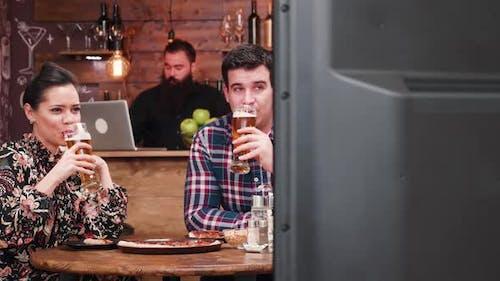 Fernsehen im Pub