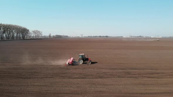 Thumbnail for Tractor fertilizes the field