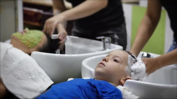 Parekhmacher, After Haircutting a Child of Preschool Age,wash Their Hair,soap with Shampoo,kid Lies