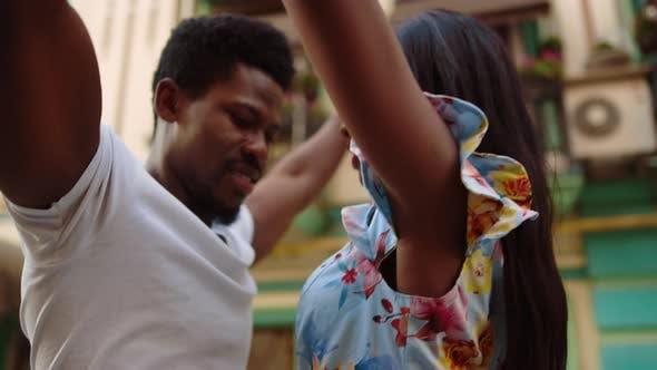 Afro-Paar-Tanz-Leidenschaft Stadt