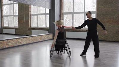 Impressive Dance Performance with Female Scarf