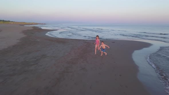 Cover Image for Young Sister and Brother Who Are Playing in the Sea