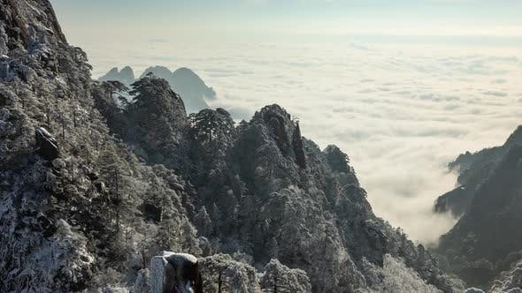 Time lapse fog surrounding the Yellow Mountains (Huangshan) in China