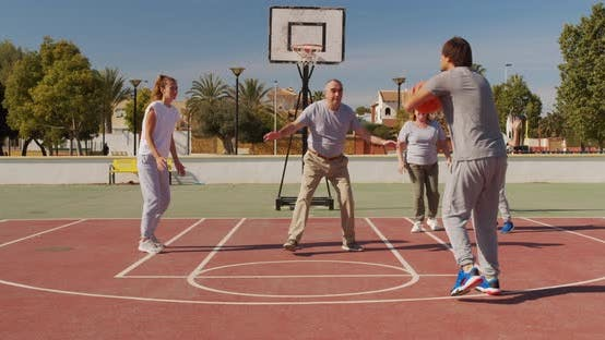 Cover Image for Multigeneration Family Playing Basketball on Outdoor Court
